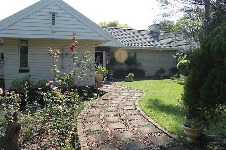 Stylish, comfortable & tranquil - Pietermaritzburg - 獨棟