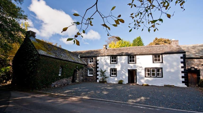 Grade 2 listed Lakeland Cottage - Watermillock - Hus
