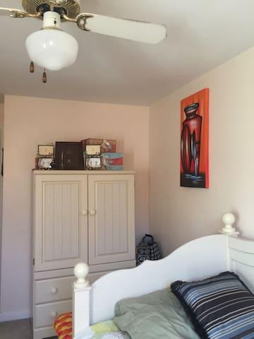 Cozy single room, near airport - Glenolden - Hus