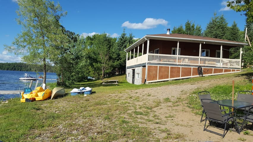 Desormeaux Lake directly on the lake ! All include - Gracefield