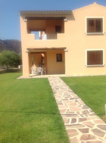 Entire apartment private garden - San Teodoro