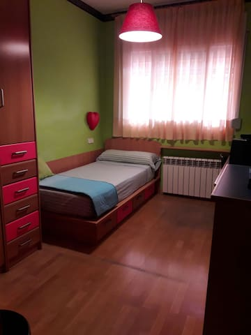 Habitación acogedora y luminosa - Sabadell - Huis
