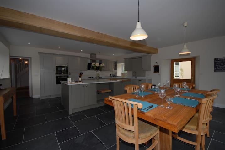 Fully restored farmhouse in delightful setting - Ashcott - Huis