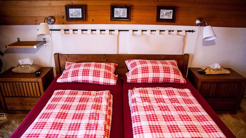 """Zimmer """"M"""" (1 von 3 Zimmern) - Room (1 of 3 rooms) - Hengersberg - Talo"""
