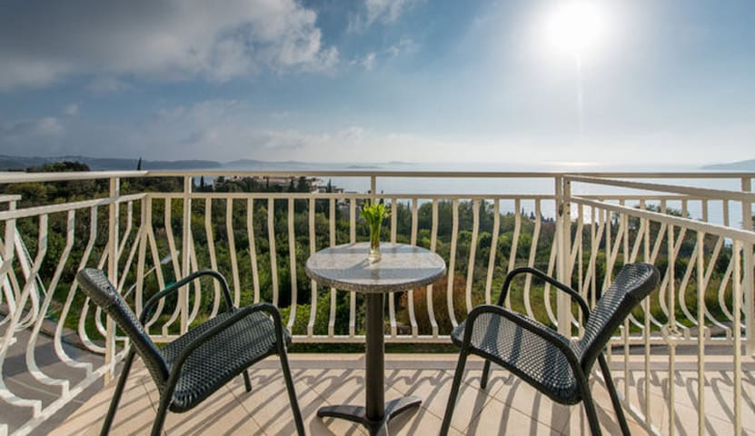 Villa Samba - Room with Balcony and Sea View - Plat - Hus