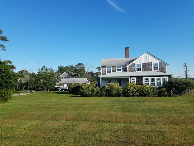 Five bedroom waterfront retreat - near Westhampton - Westhampton Beach