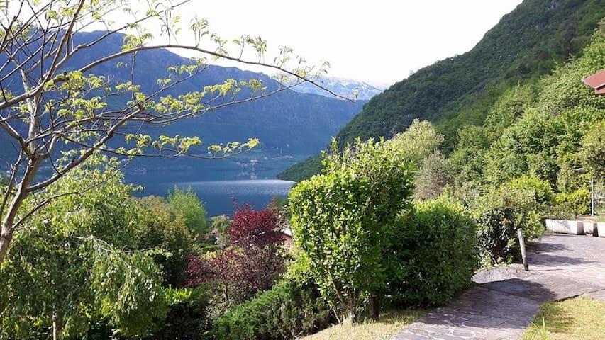 Casa Silvia -Beautiful Lake view/Petfriendly - Vesta - Hus