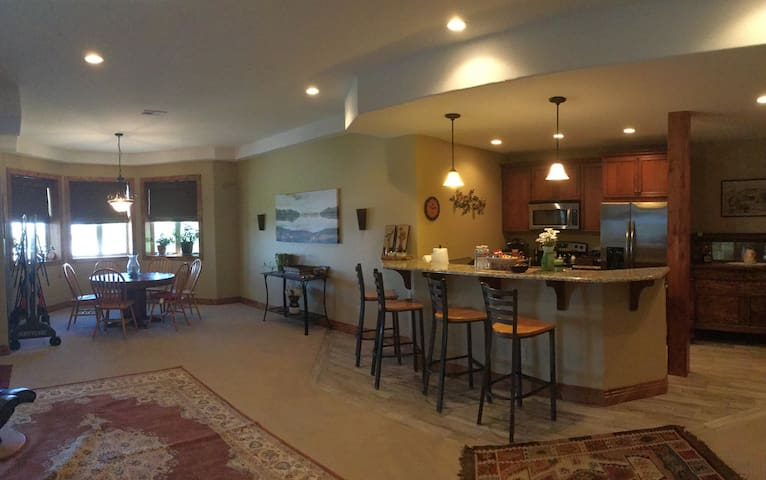 Large 2 bedroom 2.5 bath 3000 sq ft - Castle Rock