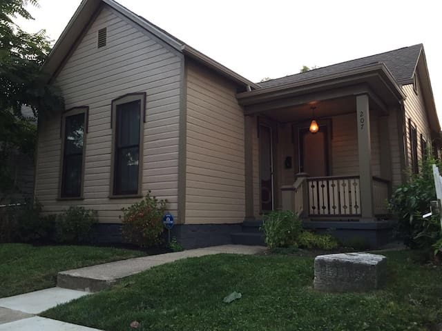 Room in trendy historic downtown home - Dayton - Hus