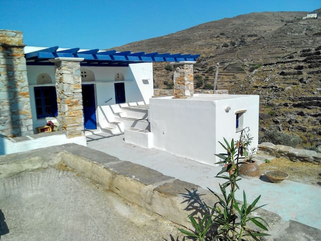 Tinos traditional rural house big outdoor space - Platia - Hus