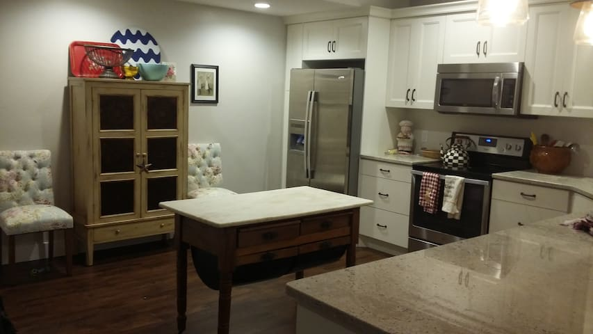 2 Bedroom Basement Apartment in Riverton - Riverton - Apartamento