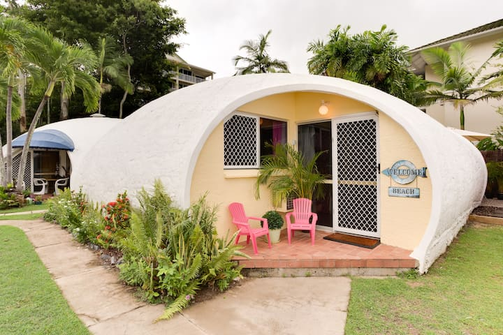 Igloo by the Sea #6- 1 bed + loft - Trinity Beach