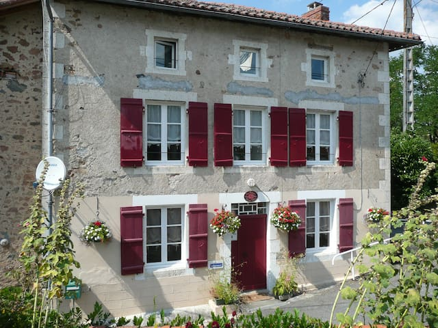 Great value B&B in character house - Exideuil - Bed & Breakfast