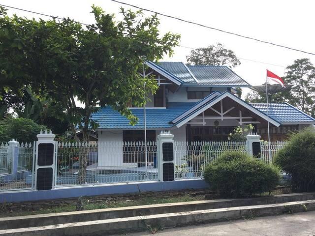 Villa and Guesthouse Hj. Kenan (Hasna Metisya) - Iv Angkat Candung - 別墅
