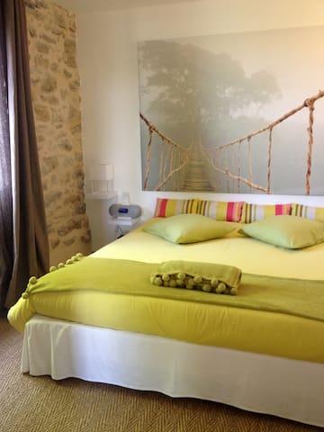 SO-ARTS, Chambre Jade, 3 personnes - Les Esseintes - Bed & Breakfast