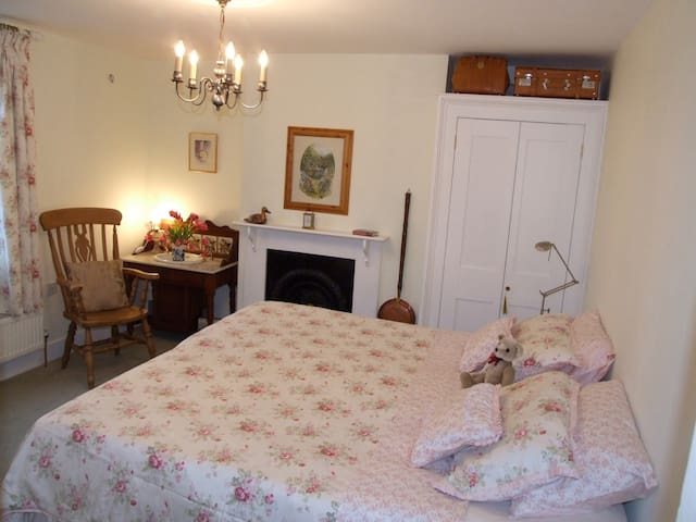 Cosy Room Charing - Kent nr station, free parking - Charing - Hus