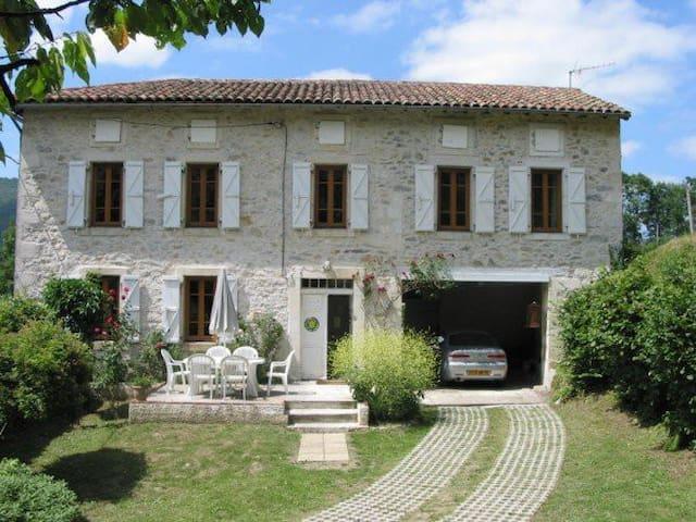 Maison D'isabé -Weekly Rental Saturday to Saturday - Arguenos - Ev