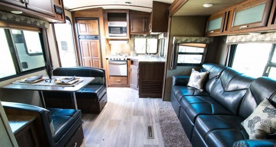 2016 Dutchmen Denali 26' Travel Trailer - Queen Creek - Trailer