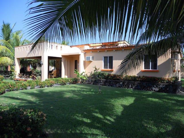 Peaceful beach property - Los Cobanos