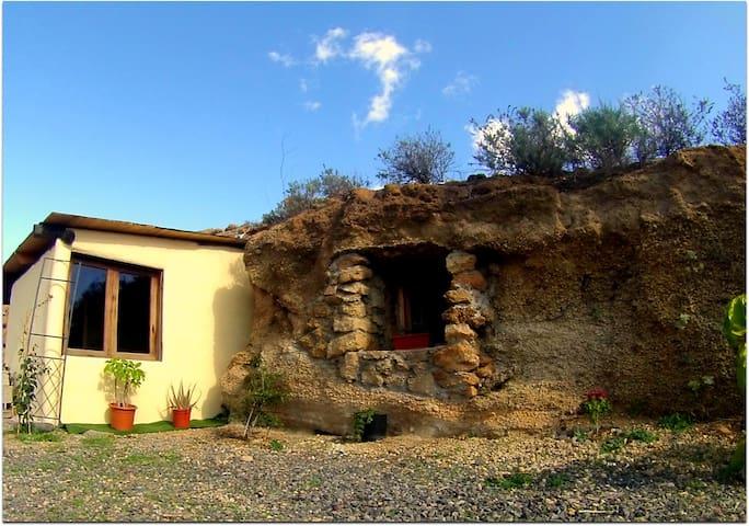 "Unsere kleine Höhle/Our cozy cave ""Pino Gordo"" - Santa Cruz de Tenerife - Grot"