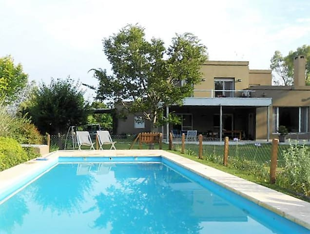 Great house with swimming pool and lovely garden - Ingeniero Maschwitz - Ev