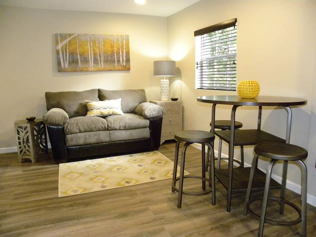 Just renovated guest home in Historic District! - Memphis