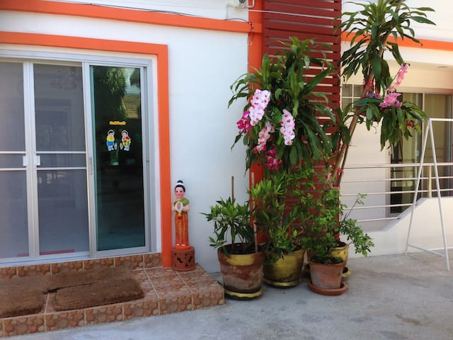 Huge en-suite room north Chiang Mai - Chang Phueak - Departamento