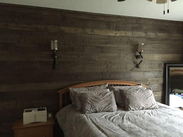 Newer quaint cozy home - Macedonia - Casa