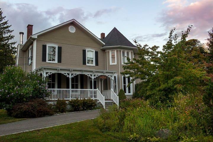 Rose Cottage - Marlboro