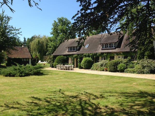 Normandie - 12 pacs - Tennis, Pool, Jacuzzi - La Couture-Boussey - Huis