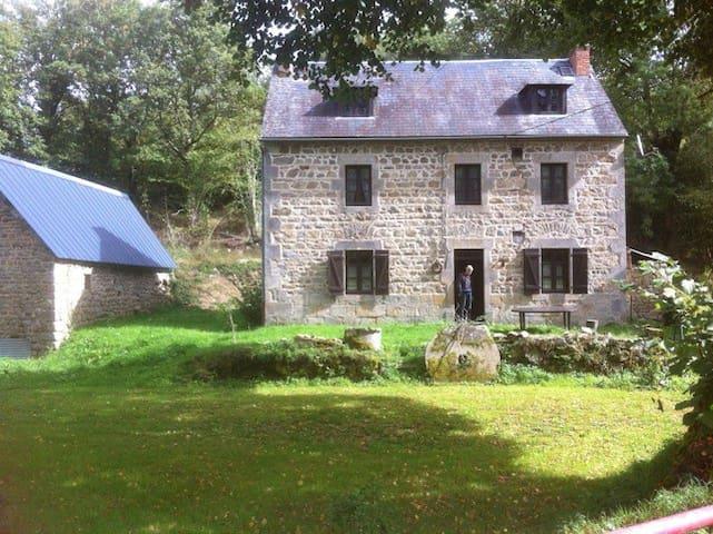Authentique maison des Combrailles  - Saint-Gervais-d'Auvergne - Huis