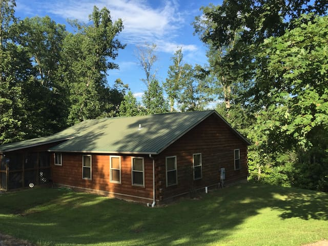 A Cabin in the Woods - Daniel Boone Nat'l Forest - London