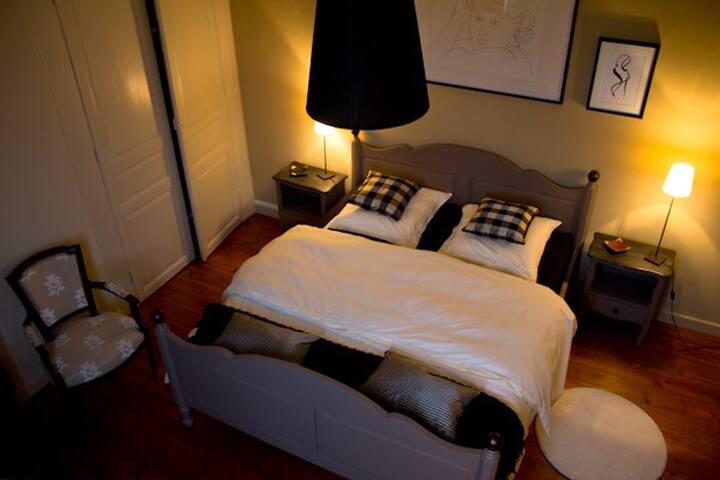 "La Chambre ""Vent des Sables""   B&B - Tourcoing - Bed & Breakfast"