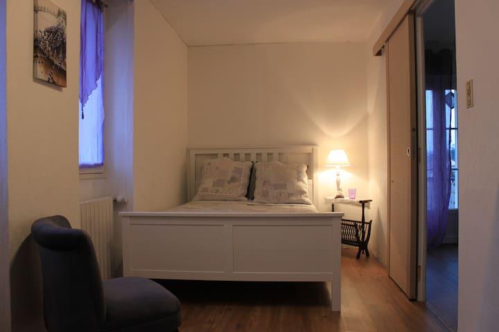 Lavender Suite - Douceur de Vivre - Dennevy - Bed & Breakfast