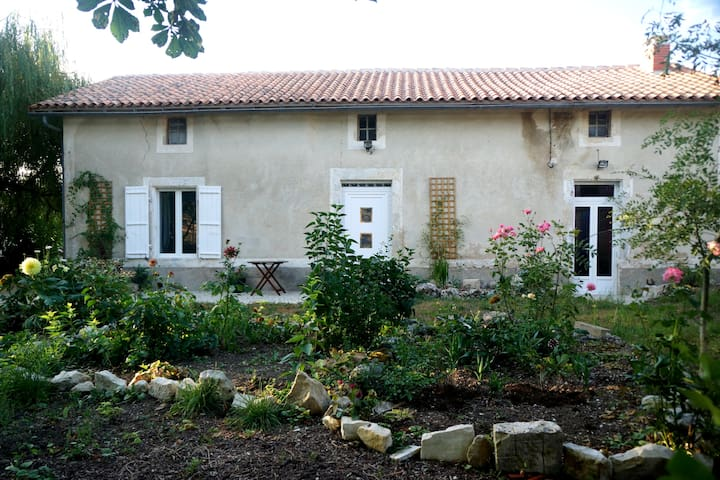Willow Tree Cottage - Salles-de-Villefagnan - Apartemen