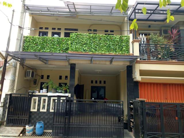 Home Sweet Home, simple room - Tangerang  - Bed & Breakfast