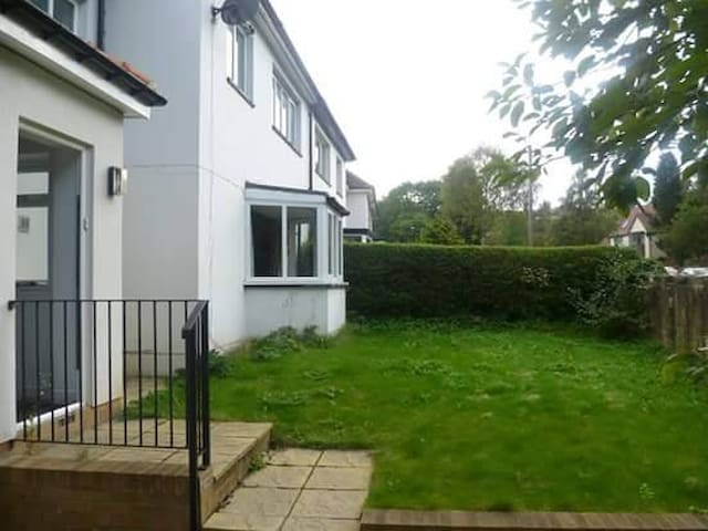 Great room in 10 minute walk to town - Durham - Hus