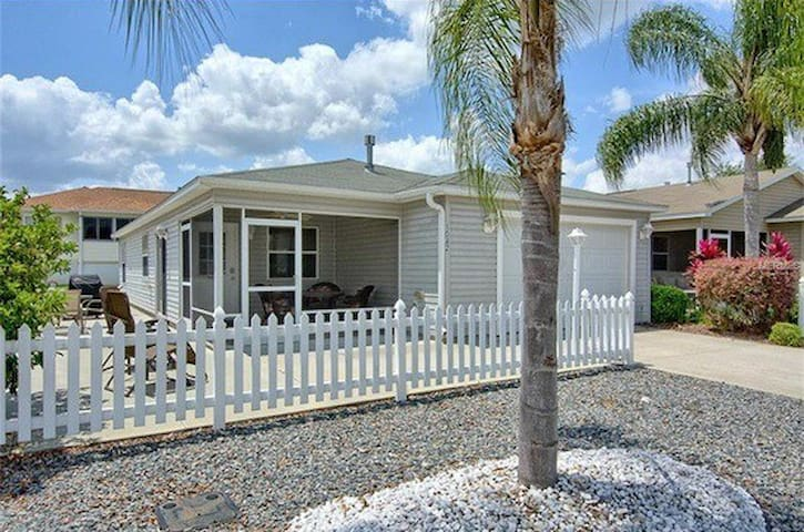 2br ALL tile villa w/cart & grill near Lake Sumter - The Villages - Hus