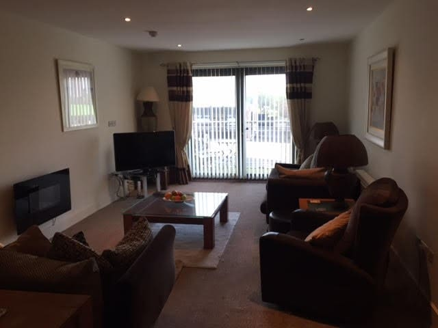 Beautiful Modern 2 Bedroom Apartment - Courtown - Appartement