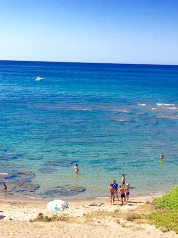 Lovely seaside small apartment with swimming pool - Lu Bagnu - Apartemen