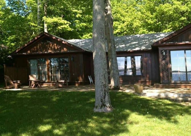 Upscale Cottage on Balsam Lake - Kirkfield - Casa