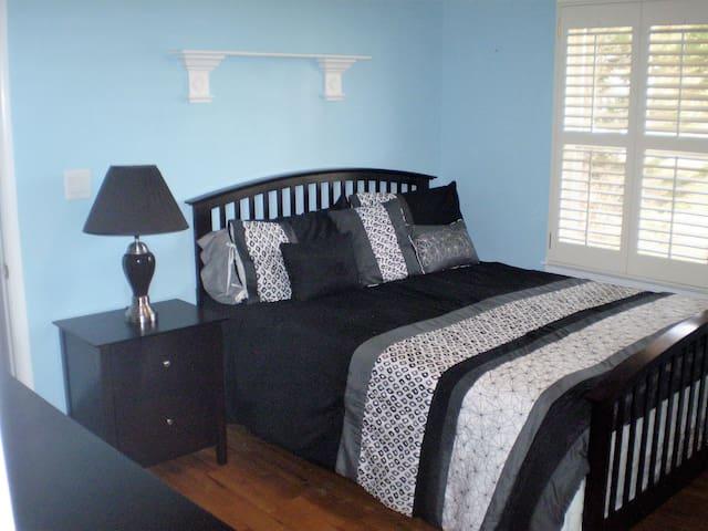 A Quiet Place. Blue Room - Douglasville - Bed & Breakfast