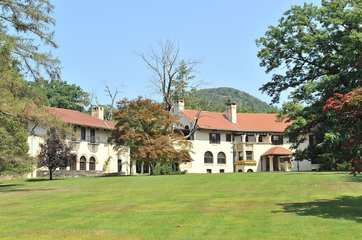 Rushmore Estate - Woodbury - Bed & Breakfast