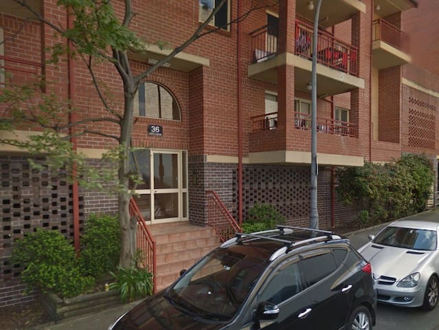 Room in a shared apartment, close to Sydney Uni - Camperdown - Departamento