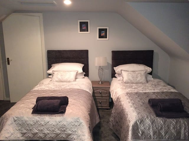 Wadesway Guest House - Kintore - Bed & Breakfast