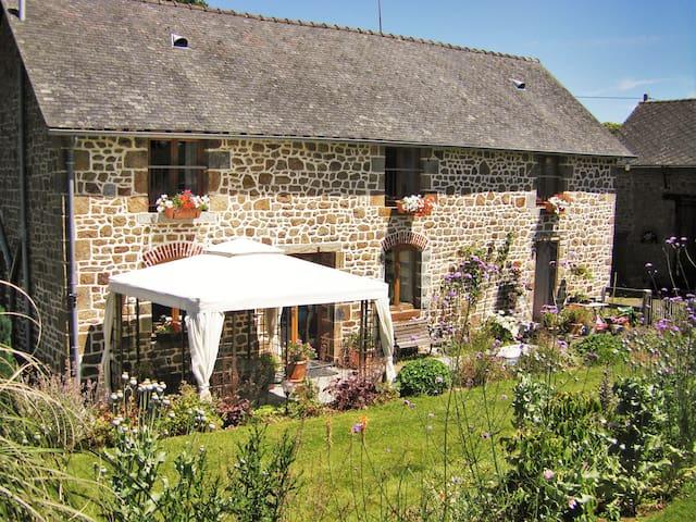 La Cloue Tranquil FarmH B&B Lassay - Sainte-Marie-du-Bois - Bed & Breakfast