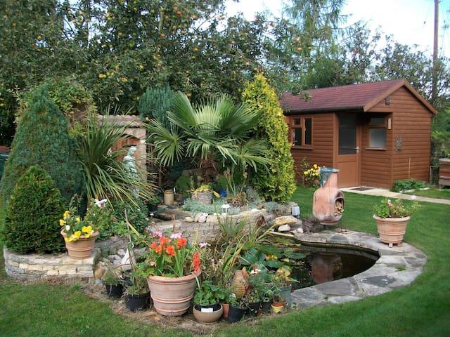 Cotswold Garden Hideaway, by R.Avon - Twyning - Leilighet