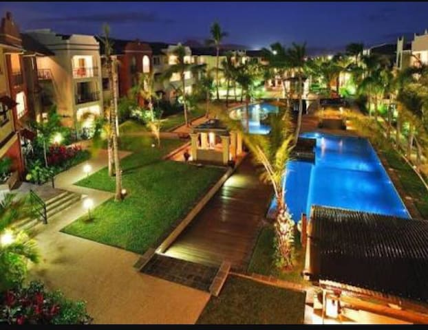 9 Pools! FREE WIFI Cairns One Resort Apartment - Westcourt
