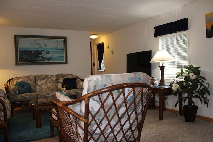A Perfect StayCation Spot in Pacific City! - Pacific City - Huis