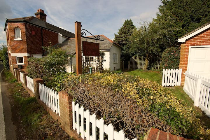 Character Cottage in the New Forest - New Milton - Hus